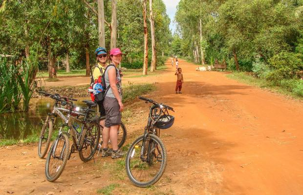 Cycling West Baray Reservoir & Siem Reap Countryside