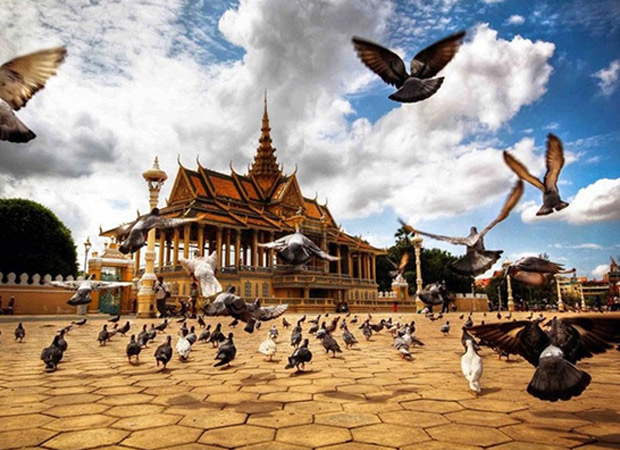 Phnom Penh Full Day; Royal Palace, National Museum, Wat Phnom, Central Market, Riverside Walk